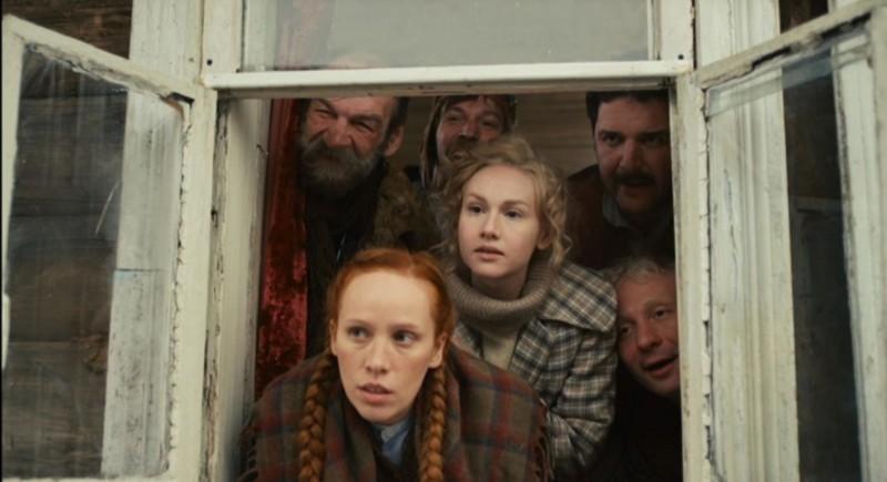 Bite the Dust: Maxim Vitorgan, Dmitry Kulichkov, Anna Rud, Yuris Lautsinsh e Alina Sergeeva in una scena