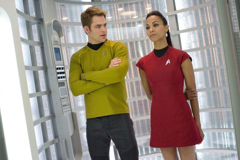 Into Darkness - Star Trek: Chris Pine e Zoe Saldana in una scena