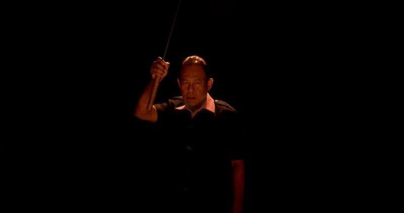 Only God Forgives: Vithaya Pansringarm in un'immagine del film con la sua spada