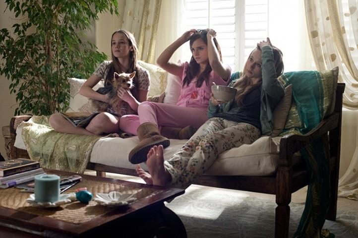 The Bling Ring: Georgia Rock, Taissa Farmiga con Emma Watson in una scena