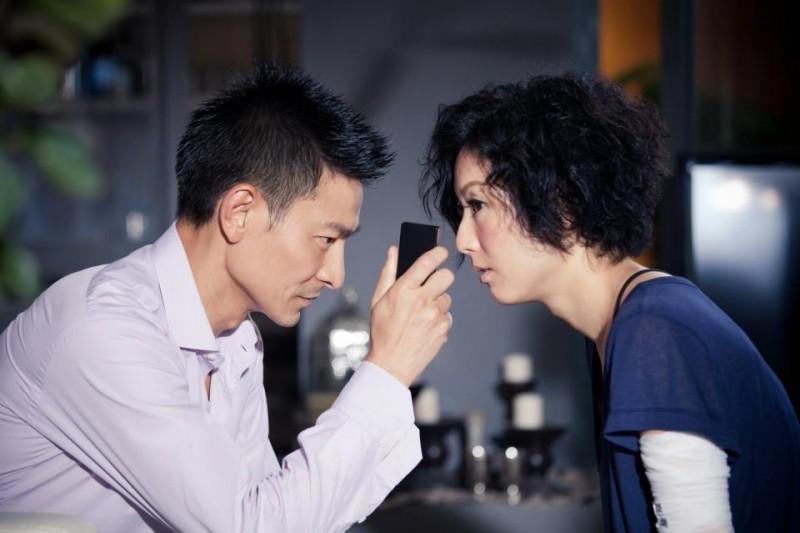 Blind Detective: Sammi Cheng con Andy Lau in una scena del film d'azione di Johnnie To