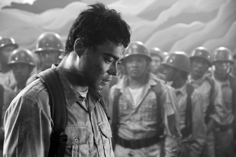 Death March:  Sid Lucero in una scena