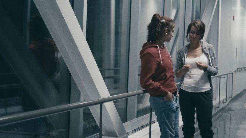 Sarah préfère la course: la protagonista Sophie Desmarais in una scena