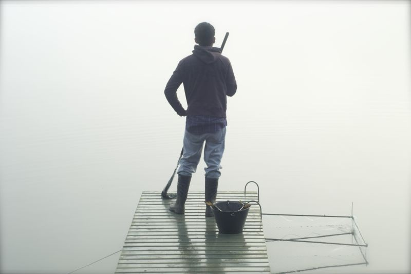L'Eté des poissons volants: Roberto Cayuqueo di spalle in una scena del film