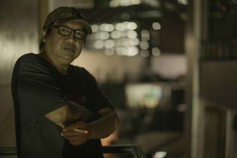 On the job: il regista del film Erik Matti sul set