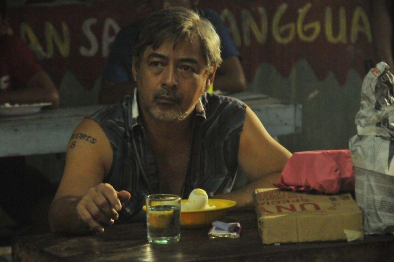 On the job: Joel Torre in una scena