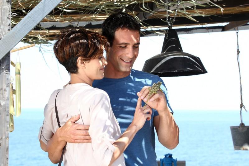 Come un delfino la serie: Giulia Bevilacqua e Raoul Bova in una scena della fiction