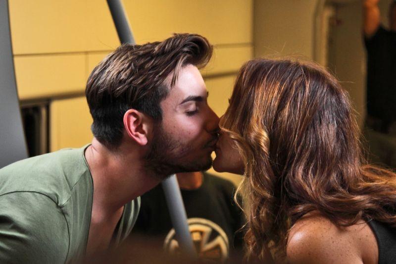 Niente può fermarci: un bacio catturato in un'immagine del film