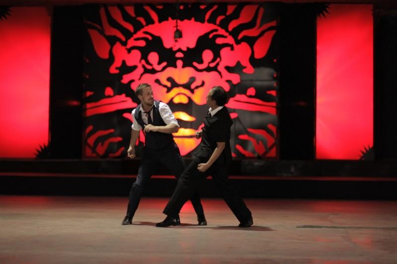 Only God Forgives: una scena di lotta tra Vithaya Pansringarm e Ryan Gosling