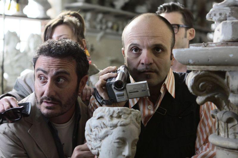Una notte agli studios: Claudio Insegno e Beppe Iodice in una scena