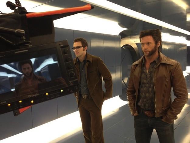 X-Men: Giorni di un futuro passato - Hugh Jackman e Nicholas Hoult sul set in abiti anni '70