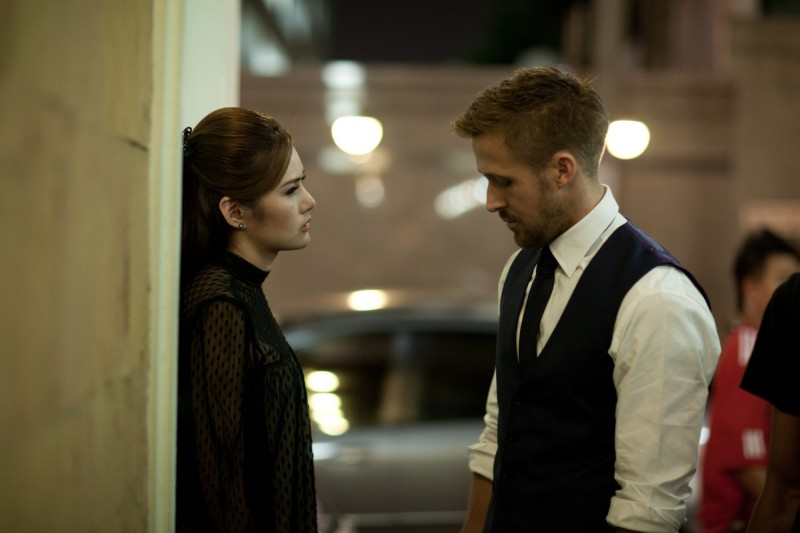 Rhatha Phongam con Ryan Gosling in una scena di Only God Forgives