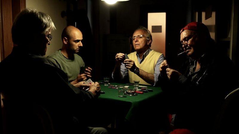 Nero infinito: Claudio Fragasso e Ruggero Deodato, guest star del film, in una scena