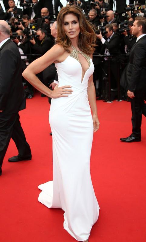 Cindy Crawford sul red carpet della serata inaugurale di Cannes 2013