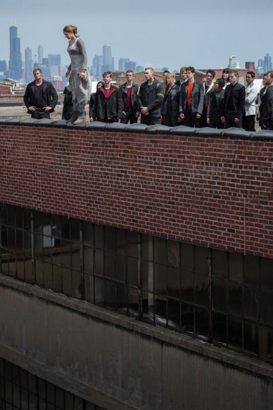 Divergent: Shailene Woodley in una vertiginosa immagine