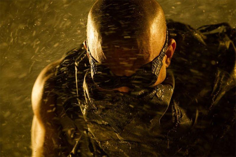 Riddick: Vin Diesel contro la tempesta in una scena