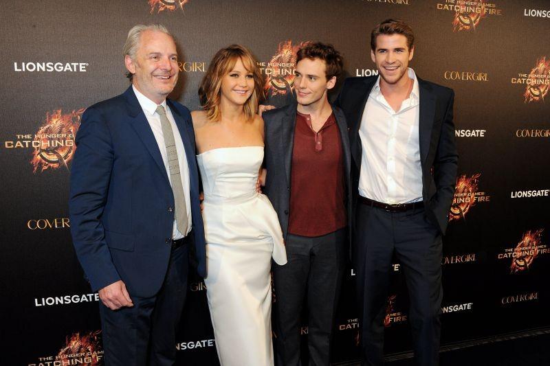 Hunger Games: la ragazza di fuoco, Liam Hemswort, Sam Claflin, Jennifer Lawrence e il regista Francis Lawrence a Cannes 2013 per la festa di Covergirl