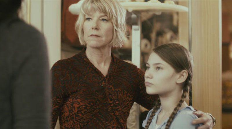 The Butterfly Room - La stanza delle farfalle: Adrienne King e Julia Putnam in un momento del film
