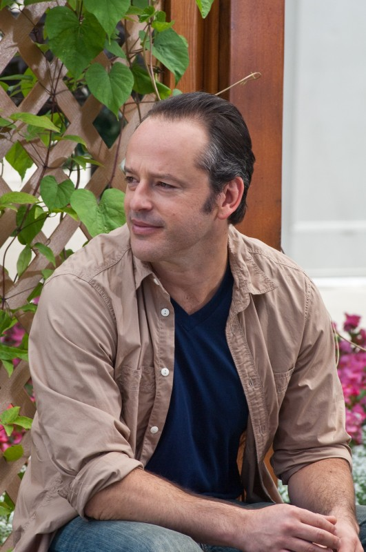 Gil Bellows in una scena del thriller House at the End of the Street