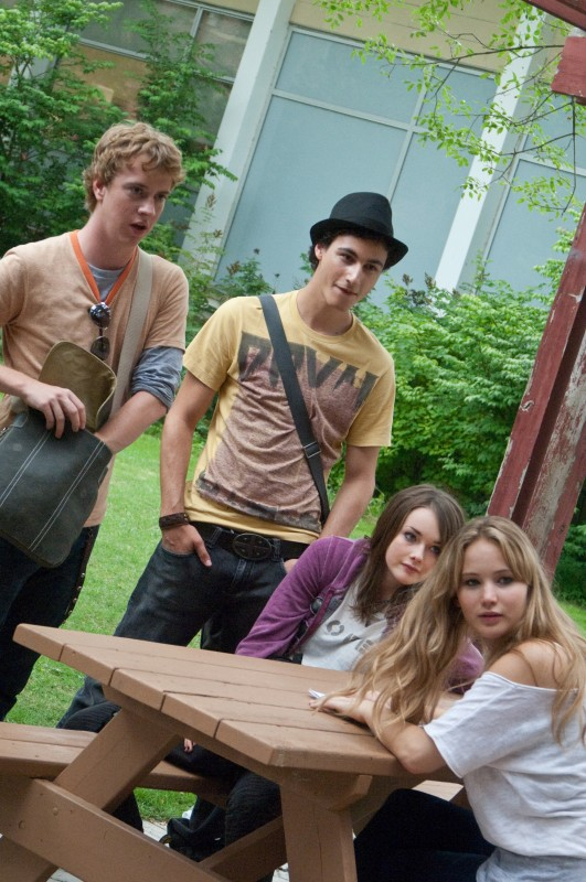 Jennifer Lawrence, Allie MacDonald e Max Thieriot in una scena di House at the End of the Street