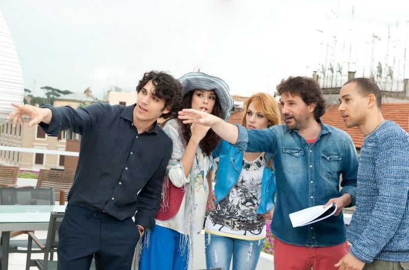 Un fantastico via vai: Leonardo Pieraccioni sul set del film insieme ai suoi attori