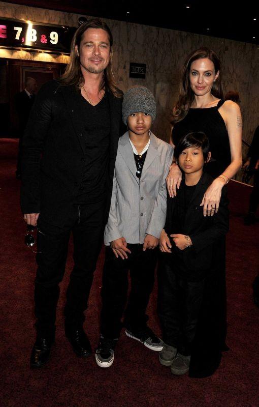 World War Z: Brad Pitt e Angelina Jolie con i due figli maggiori durante la premiere londinese