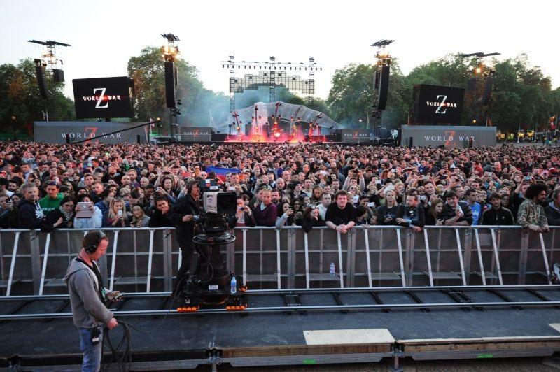 World War Z: la folla aspetta il concerto dei Muse a St. James Park