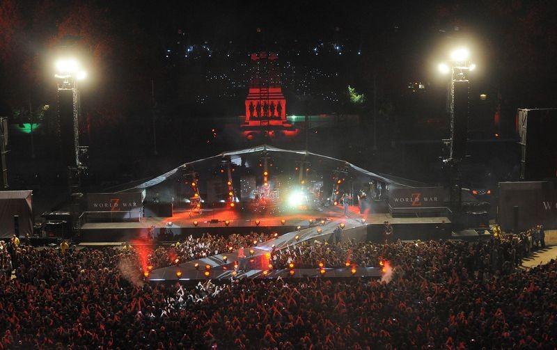World War Z: lo spettacolare allestimento per il concerto dei Muse a St. James Park