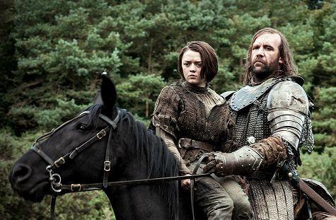Il trono di spade: Maisie Williams e Rory McCann in una scena di The Rains of Castamere