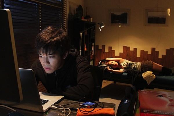 I due protagonisti di Kankin Tantei, pellicola giapponese del 2013
