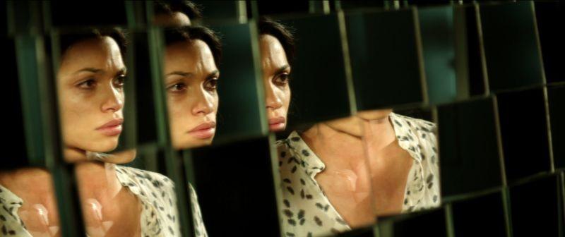 Trance: Rosario Dawson in una scena del film