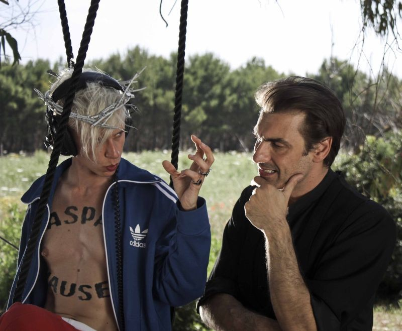 La leggenda di Kaspar Hauser: Fabrizio Gifuni insieme a Silvia Calderoni in una scena del film