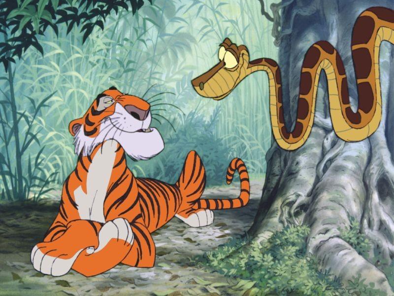 Il libro della giungla: il pitone delle rocce Kaa in una scena insieme alla tigre del bengala Shere Khan