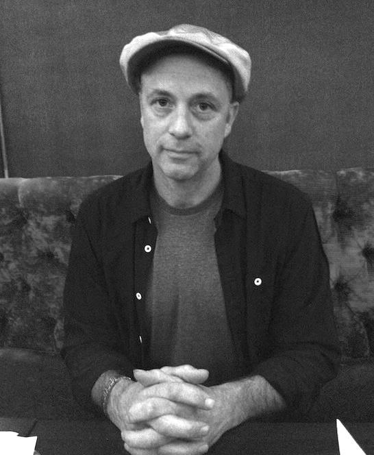 Il regista Charlie Paul