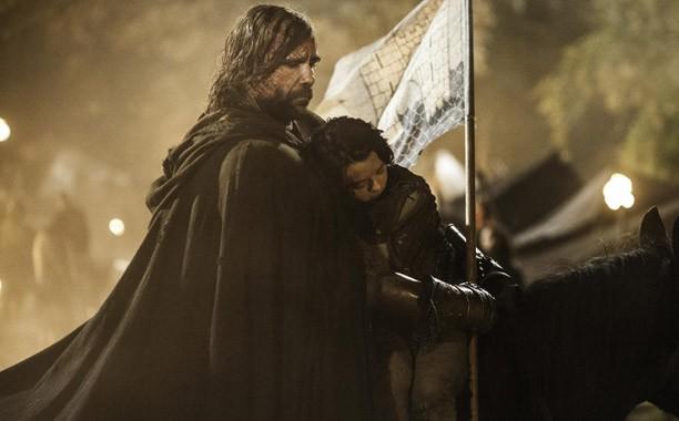Il trono di spade: Rory McCann e Maisie Williams in una scena dell'episodio Mhysa