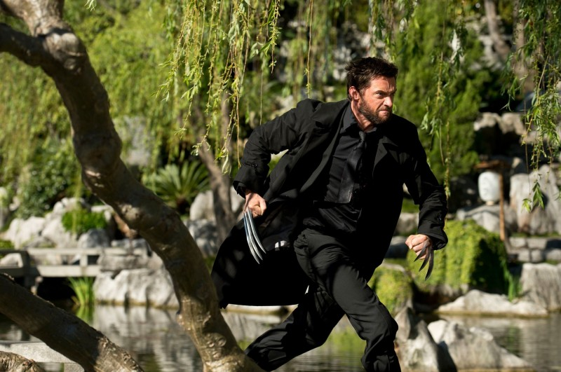 Wolverine: l'immortale, Hugh Jackman in fuga in una scena del film nei panni di Wolverine