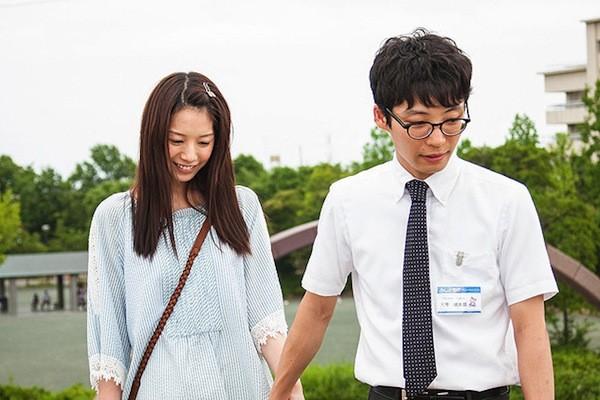 Gen Hoshino e Kaho in Blindly in Love