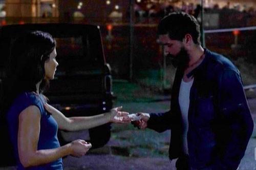 Lost: una scena dell'episodio Attraverso lo specchio con Evangeline Lilly e Matthew Fox