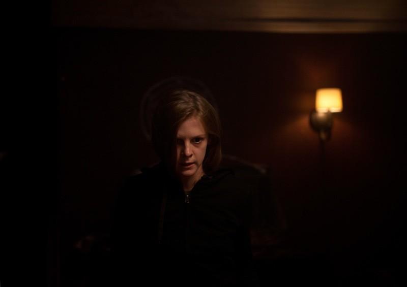 The Last Exorcism 2: la protagonista Ashley Bell in un'inquietante scena del film