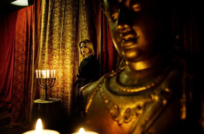 Tulpa: Claudia Gerini, protagonista del film, in una vivida scena