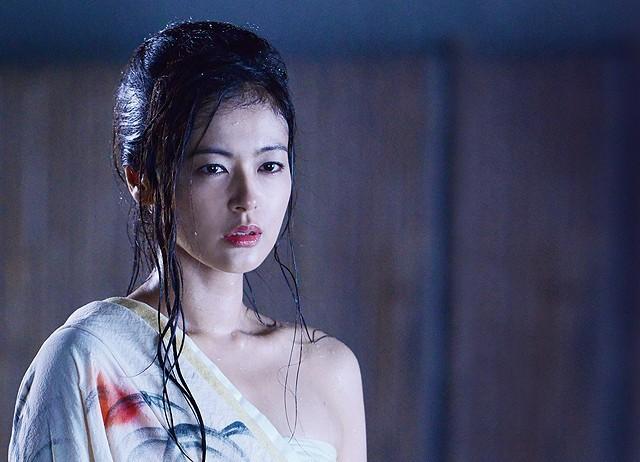 Una scena del film The Yakuza Wives Neo