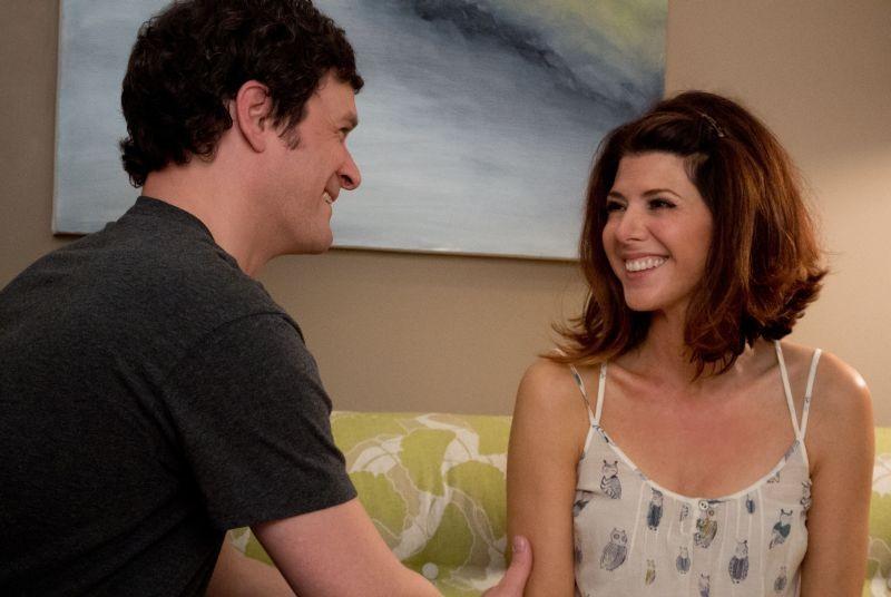 Marisa Tomei con Tom Everett Scott in una scena di Parental Guidance