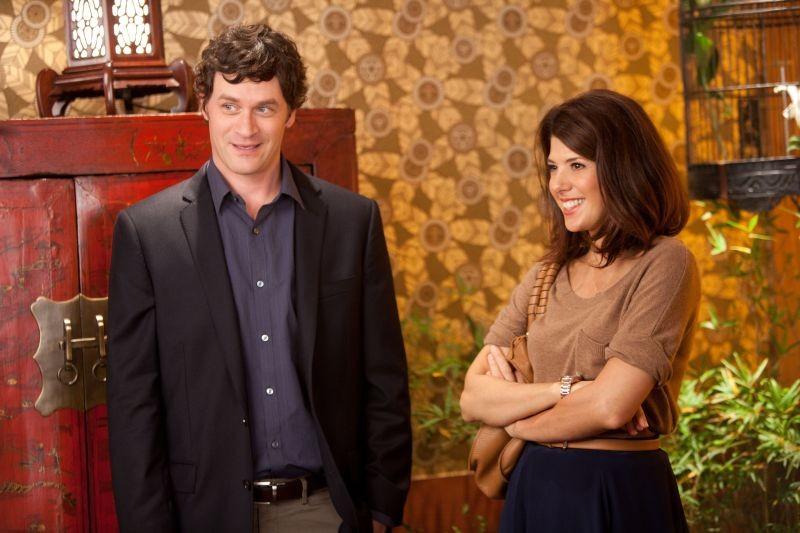 Marisa Tomei e Tom Everett Scott in una scena di Parental Guidance