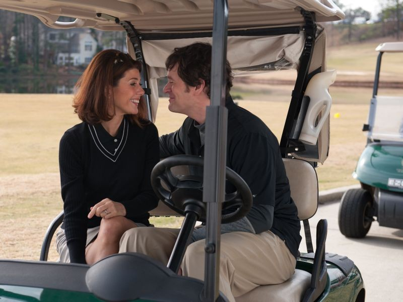 Marisa Tomei insieme a Tom Everett Scott in una scena di Parental Guidance