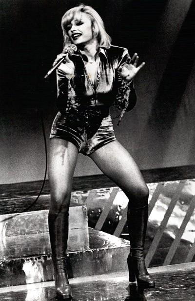 Raffaella Carrà durante un programma TV