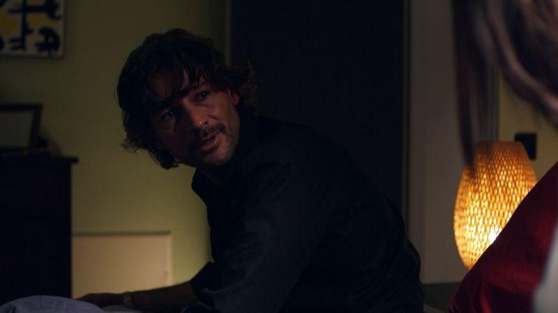 Oggetti smarriti: Roberto Farnesi in una scena del film nei panni del protagonista Guido