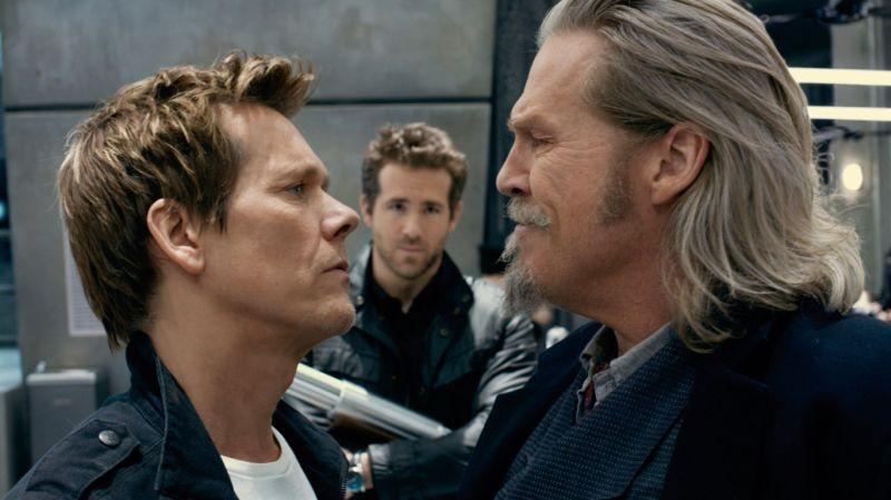 R.I.P.D.: Kevin Bacon, Ryan Reynolds e Jeff Bridges in una scena del poliziesco fantascientifico