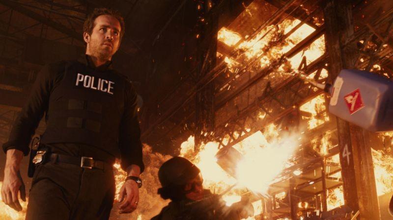 R.I.P.D.: Ryan Reynolds è il poliziotto Nick Walker in una scena del film