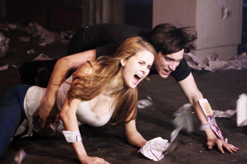 ESP 2: Fenomeni paranormali: Leanne Lapp e Richard Harmon in una scena del film