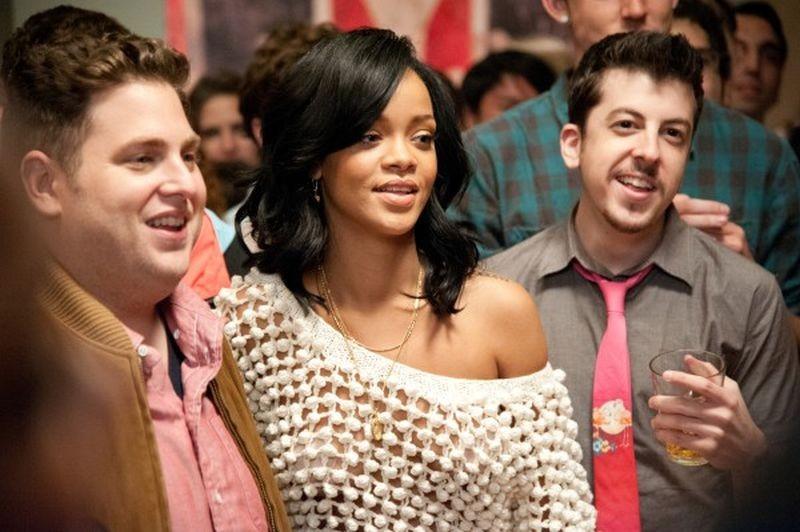 Facciamola finita: Jonah Hill con Rihanna e Christopher Mintz-Plasse in una scena